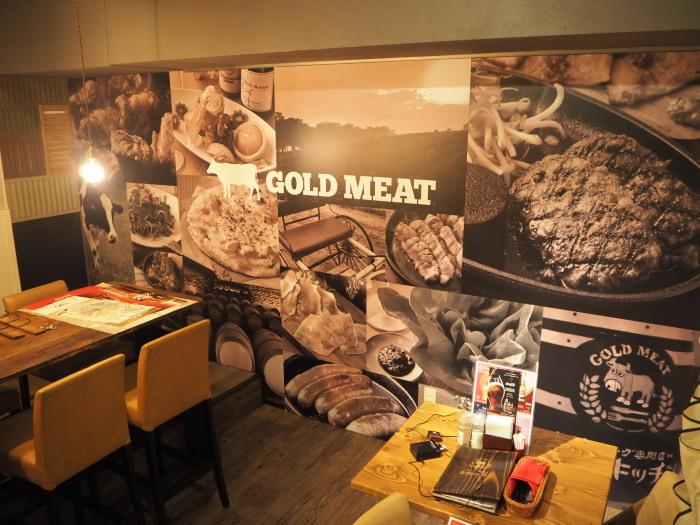 肉バル 壁面のサイン