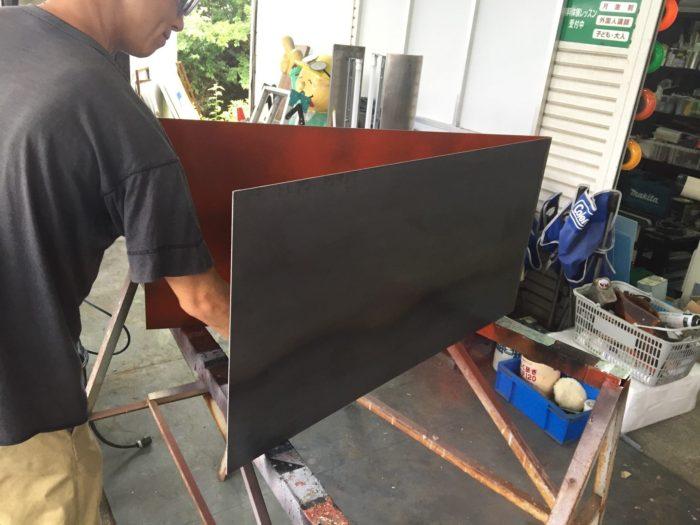 黒皮鉄看板製作の現場